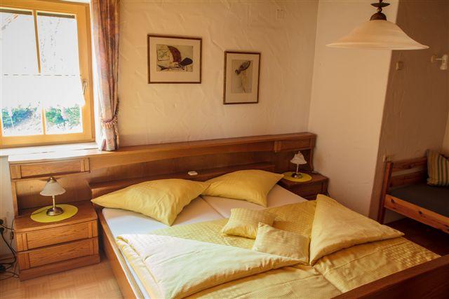 Schlafzimmer der Ferienwohnung Burgblick