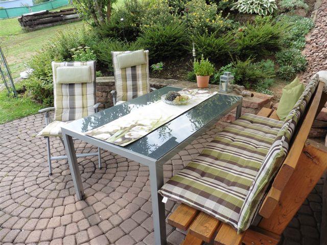 Sitzgelegenheiten auf der Terrasse der Ferienwohnung Burgblick